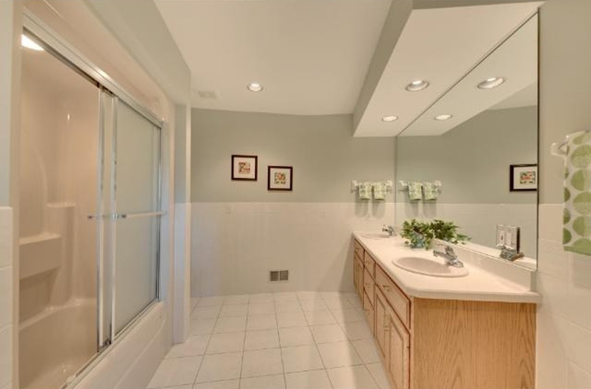 Interior of washroom | Neils Floor Covering